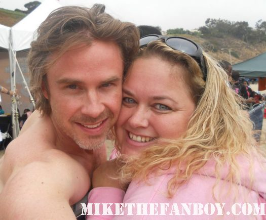 sam trammell shirtless taking a photo with pinky at the surfrider event in malbu true blood signed autograph rare