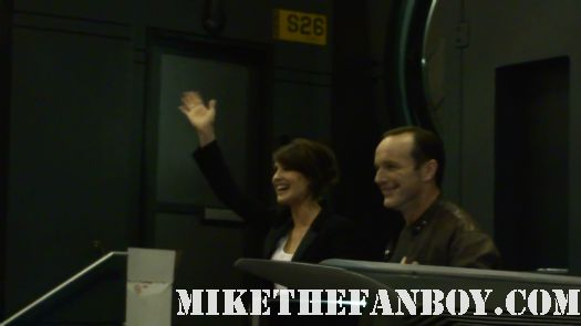 clark gregg introducing cobie smulders at the new york comic con rare promo hot sexy agent colson the crowd gathered around the marvel booth at new york comic con 2011 The avengers booth at new york comic con 2011 iron man captain america rare promo booth san diego signings prop and costumes
