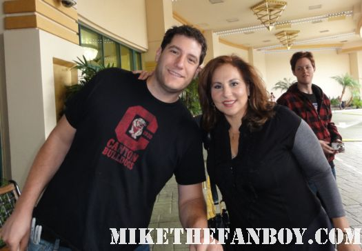 mike the fanboy with kathy najimy kathy najimy signing autographs at the commerce casino hocus pocus sister act rare