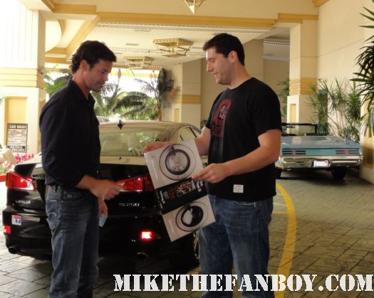 desperate housewives star tuc watkins signing autographs for mike the fanboy kiss them goodbye rare promo poster mini hot sexy gay