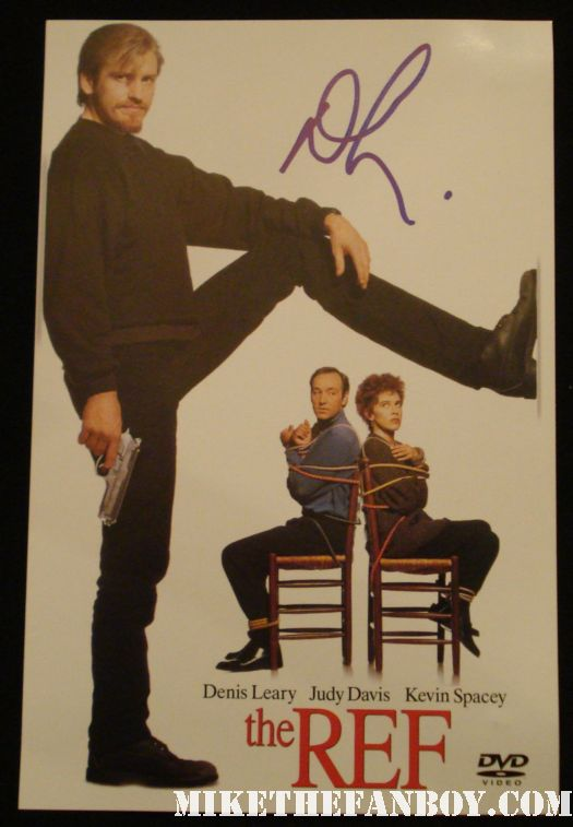 the ref star dennis leary signs autographs for fans after a talk show rescue 911 rare promo MTV  the ref dvd cover signed autograph movie poster