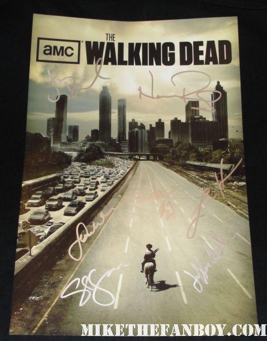 the walking dead season 1 rare cast signed autograph dvd sleeve rare promo Jon Bernthal! Sarah Wayne Callies! Laurie Holden! Jeffrey DeMunn! Steven Yeun! Chandler Riggs! Norman Reedus!