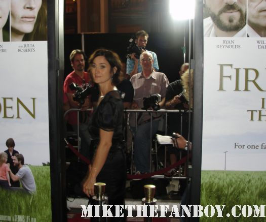 CArrie anne moss from chocolate and the matrix arriving  to the a nasty bitch from germany at the the fireflies in the garden movie premiere with julia roberts carrie anne moss dermot mulroney hayden Panettiere red carpet