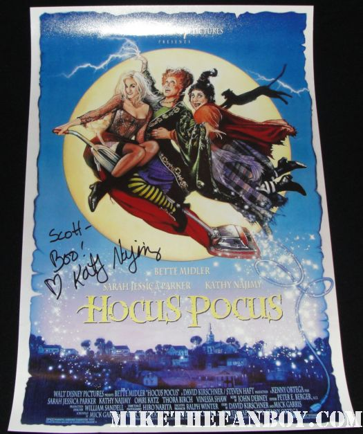 kathy najimy signed autograph hocus pocus mini poster promo bette midler rare mike the fanboy with kathy najimy kathy najimy signing autographs at the commerce casino hocus pocus sister act rare