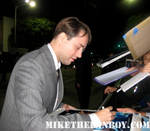 vincent kartheiser signing autographs for fans at the in time prop car costume rare the in time world movie premiere with amanda seyfried justin timberlake matt bomer johnny galecki hot sexy rare promo sex fine abs