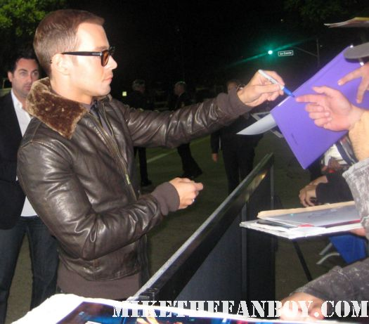 joey lawrence signing autographs for fans at the in time prop car costume rare the in time world movie premiere with amanda seyfried justin timberlake matt bomer johnny galecki hot sexy rare promo sex fine abs