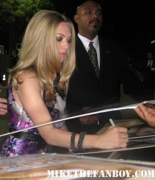amanda seyfried signing autographs for fans at the in time prop car costume rare the in time world movie premiere with amanda seyfried justin timberlake matt bomer johnny galecki hot sexy rare promo sex fine abs