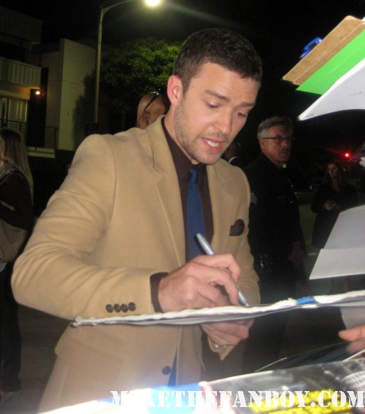 justin timberlake signing autographs for fans at the in time prop car costume rare the in time world movie premiere with amanda seyfried justin timberlake matt bomer johnny galecki hot sexy rare promo sex fine abs