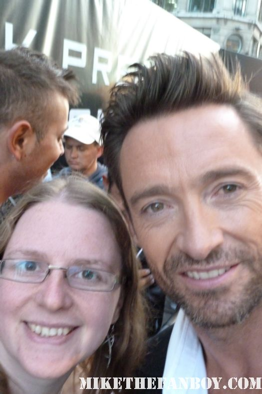hugh jackman posing for a fan photo with the scarlet starlet Dakota Goyo autograph at the real steel premiere in the uk rare signed autograh hot sexy
