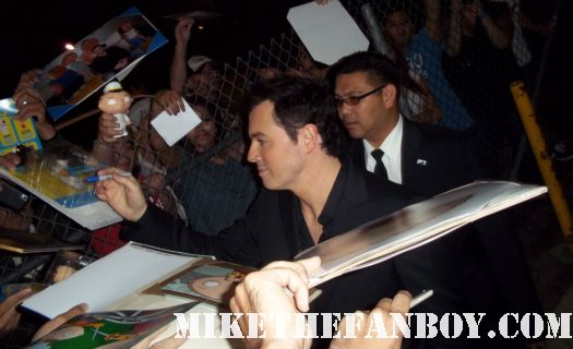 seth macfarlane family guy and american dad and the cleveland show creator signs autographs for fans after a talk show taping signed promo hot sexy rare