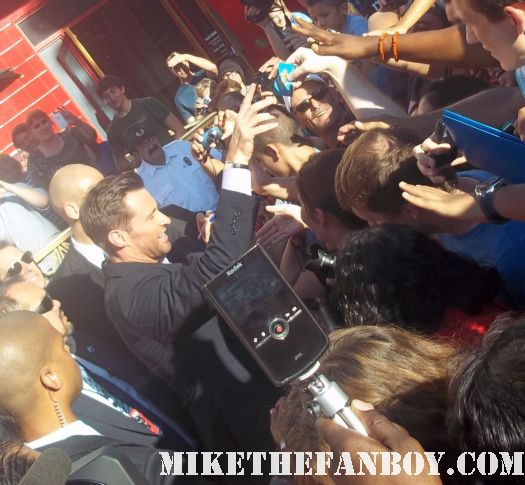 hugh jackman signing autograph for the crowd at hugh jackman and shawn levy at the real steel premiere The Real Steel US World Premiere Hugh Jackman Dakota Goyo Evangeline Lilly Anthonie Mackie