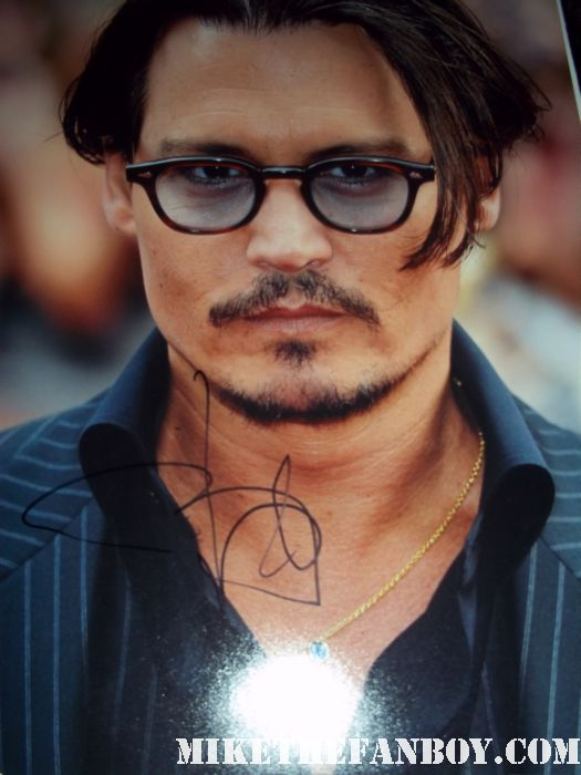 johnny depp arriving to the rum diary world movie premiere the red carpet or black carpet at the rum diary world movie premiere with johnny depp signing autographs for the fans! johnny depp hand signed autograph rare promo press photo hot sexy premiere rare damn fine rare