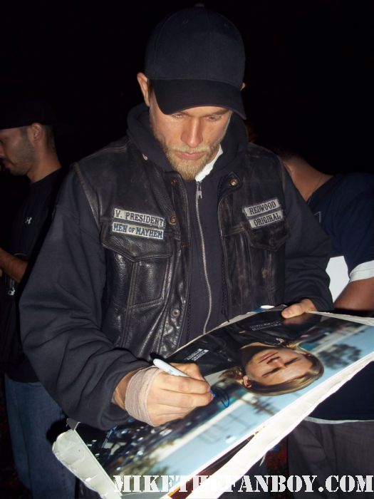 charlie hunnam jax on sons of anarchy signs autographs for fans waiting on the set rare hot sexy promo