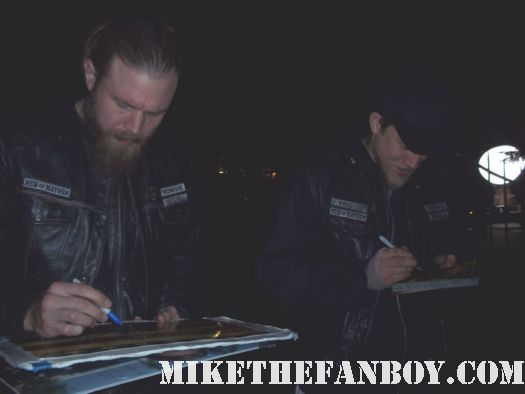 ryan hurst opie on sons of anarchy and charlie hunnam sexy jax signs autographs for fans waiting on the set rare hot sexy promo