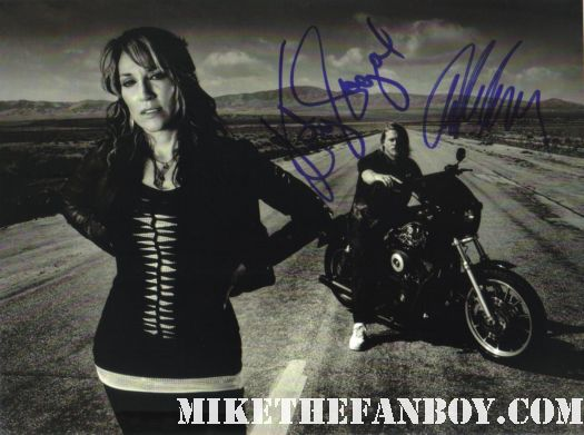 sons of anarchy hand signed autograph photo katey sagal charlie hunnam rare promo hot sexy rare bikers jaxx socrmo married with children