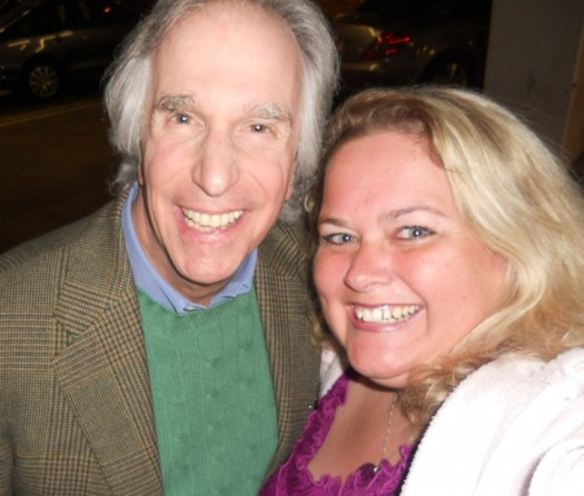 pretty in pinky from mike the fanboy poses for a fan photo with henry winkler aka fonzie from happy days at a movie premiere