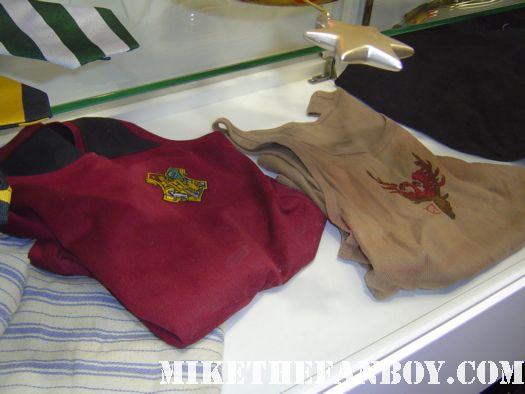 harry potter prop and costume display rare promo rare champion's uniforms from quiddich
