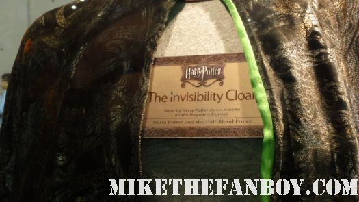 harry potter prop and costume display rare promo rare cloak of invisibility
