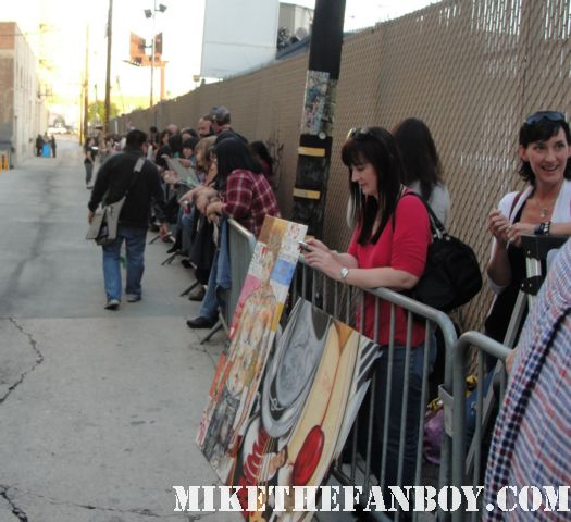 The line of fans waiting to see twilight star Robert Pattinson hot sexy twilight fan star promo rare
