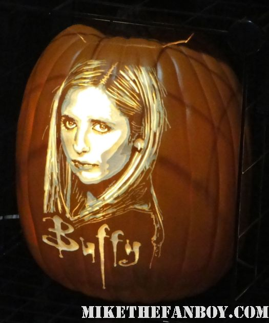 the pumpkin geek hand carved sarah michelle gellar halloween pumpkin rare promo buffy the vampire slayer comikaze expo 2011