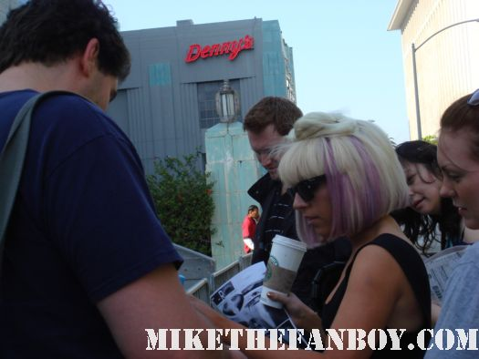 mike the fanboy meeting lady gaga outside the wiltern theater signed autograph hot sexy born this way just dance picture disc rare promo