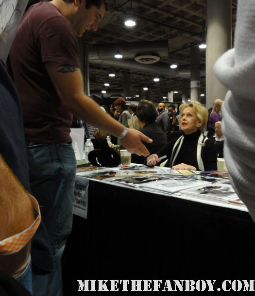 the birds star tippi hedren signing autographs at comikaze expo 2011 rare screen legend