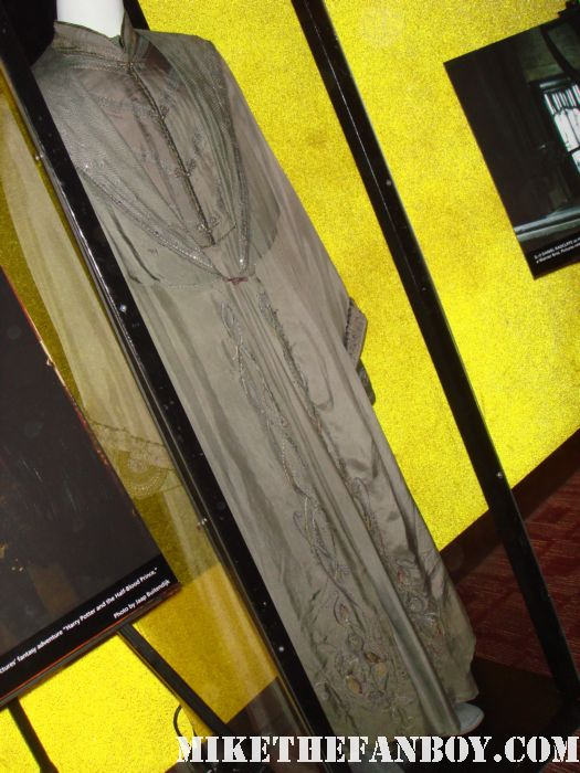 harry potter prop and costume display rare promo rare daily prophet newspaper harry potter and the deathly hallows Dumbledore's costume costumes