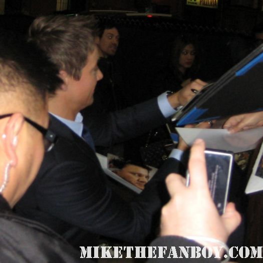 sexy jeremy renner looks hot while signing autographs for fans the avengers hawkeye mission impossible 4 photo shoot promo bourne