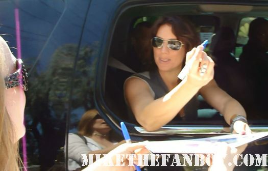 sarah mclachlan stops her car to sign autographs for fans outside the tonight show with jay leno signed autograph fumbling towards ecstasy