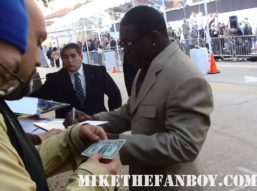 michael irvin doug wilson signs autographs at the to the jack and jill world movie premiere the red carpet at the adam sandler supposed comedy jack and jill world movie premiere rare hot sexy david spade katie holmes promo