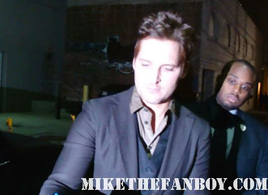 nurse jackie and twilight star peter facinelli signs autographs for fans before a talk show taping twilight breaking dawn part 1 sexy hot peter facineli rare shirtless