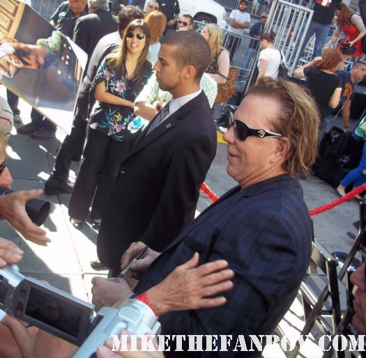 Mickey rourke signing autographs mickey rourke giving his speech at mickey rourke's hand and footprint ceremony at grauman's chinese theatre! Mickey rourke signed autograph immortals