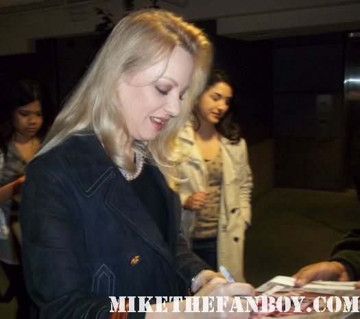 Wendi McLendon-Covey signs autographs at a Bridesmaids q and a screening at the arclight sherman oaks signed autograph hot sexy rare