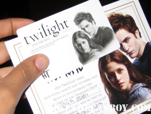 Twilight DVD Release Party  passes ashley green rob pattinson kristen stewart Ashley Greene signing autographs for fans at the hot topic twilight dvd release party hot sexy rare promo