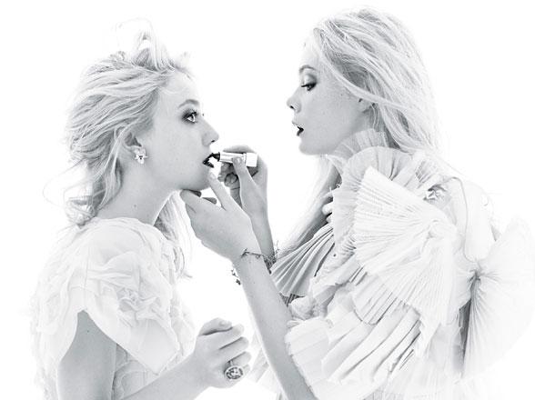 cess-elle-dakota-fanning-cover-story-01-v elle and dakota fanning on the latest issue of w magazine hot sexy december 2011 december w magazine hot sexy fanning rare promo