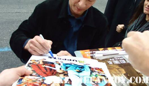 chris cooper signing autographs at the muppets world movie premiere The Muppets World Movie Premiere! Jason Segel! Amy Adams! Chris Cooper! Anthony Hopkins! Rico Rodriguez! Rashida Jones! Alyson Hannigan! Neil Patrick Harris!