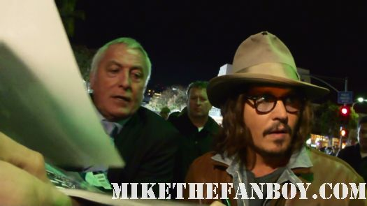 johnny depp signing autographs for fans at the rango world movie premiere rum diary rare hot sexy johnny depp