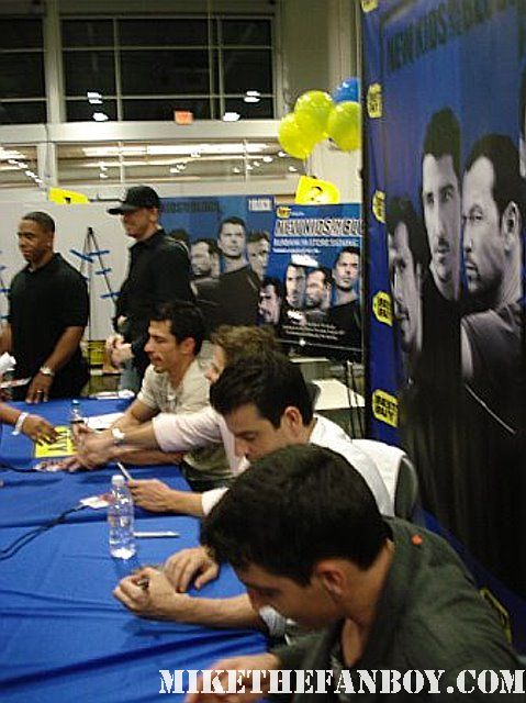 the new kids on the block cd signing at the burbank best buy store signed autograph nkotb jordan knight joey mcintyre danny wood jon knight donny wahlberg