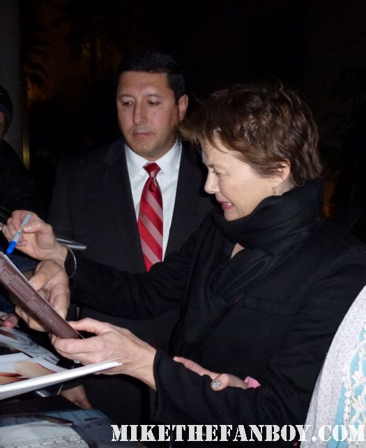 Annette benning signing autographs for fans at the Geffen theatre's production of it's a wonderful life rare promo signed autograph kids are alright american beauty