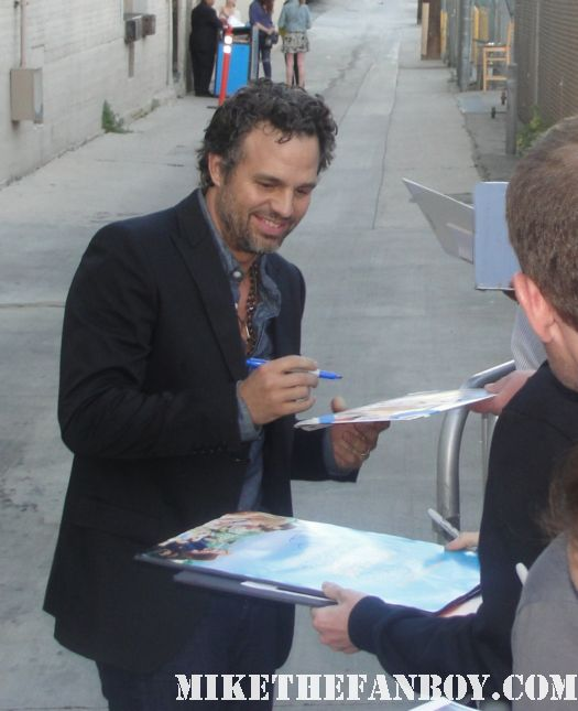 mark ruffalo aka the hulk signs autographs for fans after a talk show taping the avengers best autograph signer of 2011