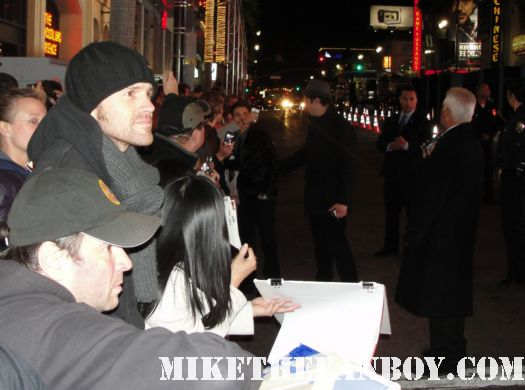 Jake T austin signing autographs for fans at New Years Eve World Movie Premiere! With Ashton Kutcher! Katherine Heigl! Michelle Pfeiffer! Josh Duhamel! Joey McIntyre! Hilary Swank! Lea Michele! Sofía Vergara! Zac Efron! Abigail Breslin!