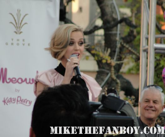 katy perry doing a q and a press conference katy perry autograph signing sign at the grove katy perry laminate for meow perfume autograph signing at the grove nordstroms rare promo