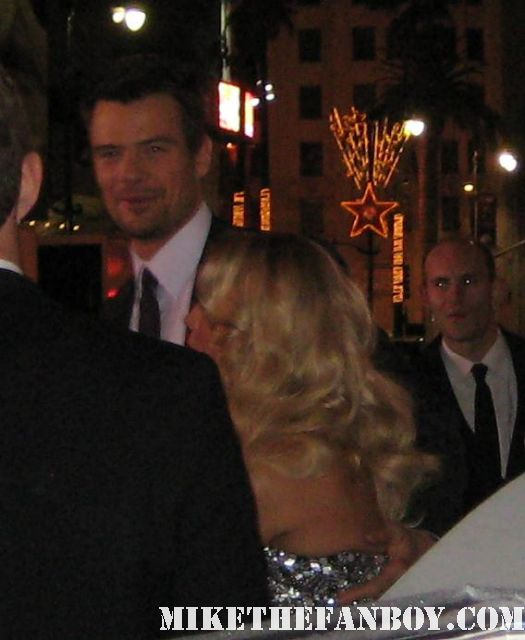 fergie and josh duhamel arrives the new years eve world movie premiere and signs autographs for fans