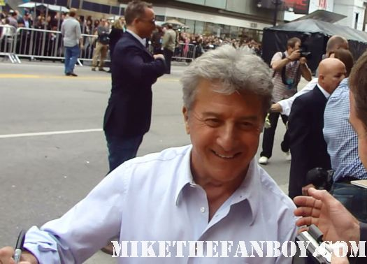dustin hoffman signing autographs for fans at the kung foo panda 2 world movie premiere rain man