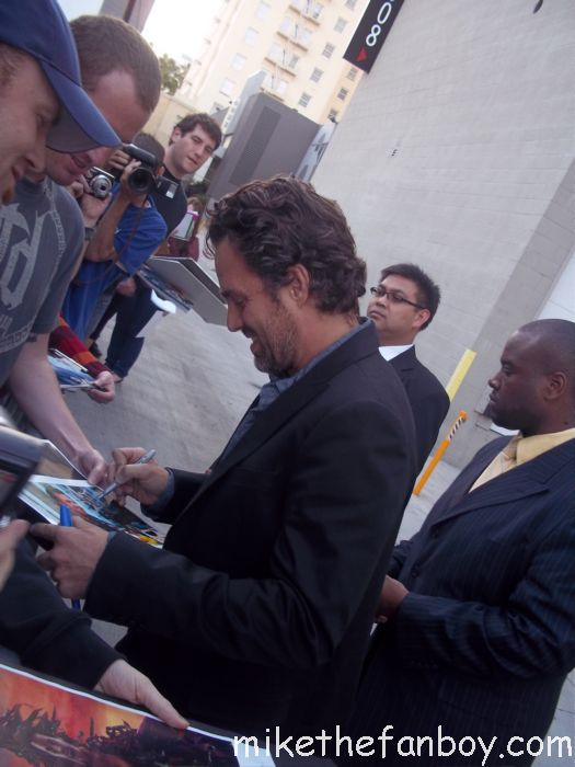 mark ruffalo signs autographs for fans after a talk show taping in hollywood rare hulk star rare signed autograph the avengers rare promo poster just like heaven
