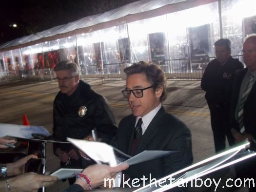 robert downey jr signing autographs for fans at the unknown world movie premiere rare hot sexy iron man star due date