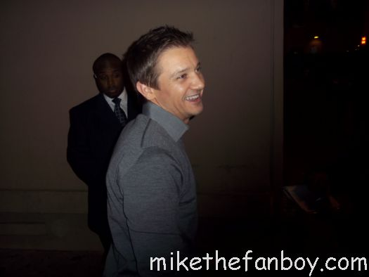 Avengers star jeremy renner signs autographs for fans hot and sexy jeremy renner avengers hawkeye promo rare the avengers mission impossible ghost protocol