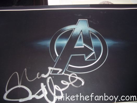 mark ruffalo signs autographs for fans after a talk show taping in hollywood rare hulk star rare signed autograph the avengers rare promo poster just like heaven avengers signed promo poster