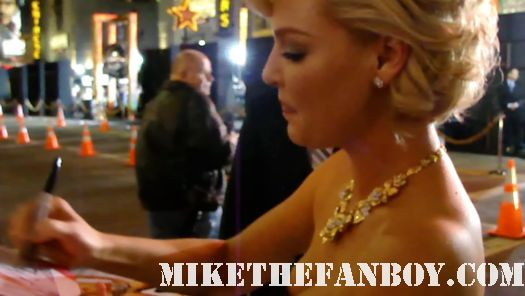 sexy katherine heigl signing autographs at New Years Eve World Movie Premiere! With Ashton Kutcher! Katherine Heigl! Michelle Pfeiffer! Josh Duhamel! Joey McIntyre! Hilary Swank! Lea Michele! Sofía Vergara! Zac Efron! Abigail Breslin!
