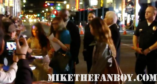 lea michele signing autographs at New Years Eve World Movie Premiere! With Ashton Kutcher! Katherine Heigl! Michelle Pfeiffer! Josh Duhamel! Joey McIntyre! Hilary Swank! Lea Michele! Sofía Vergara! Zac Efron! Abigail Breslin!